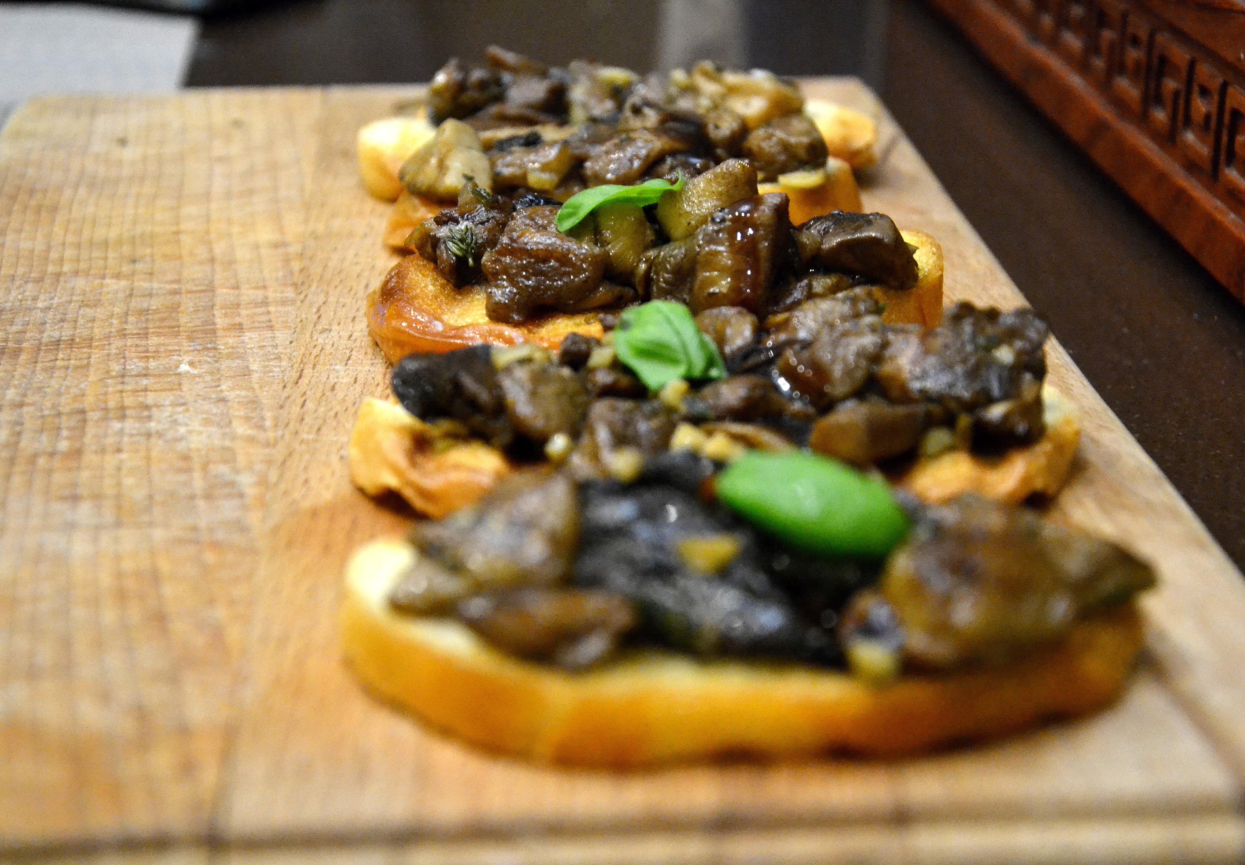 Вкуснейшая брускетта с грибами