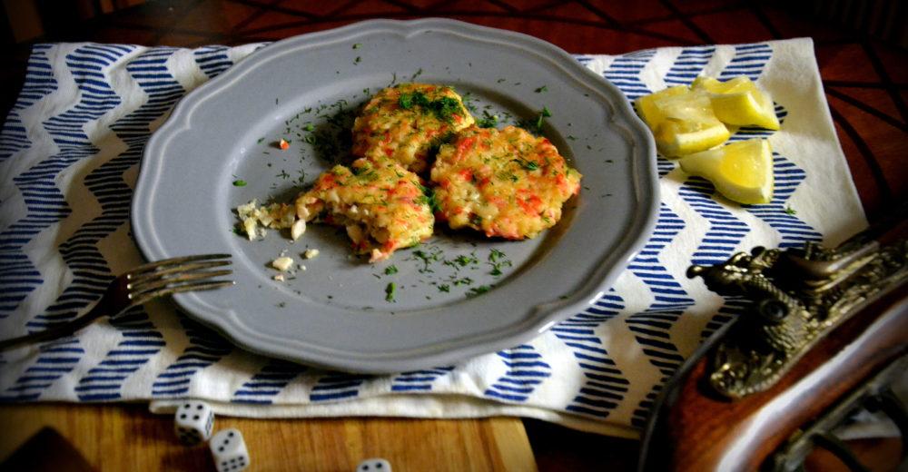Пирожок с мясом краба