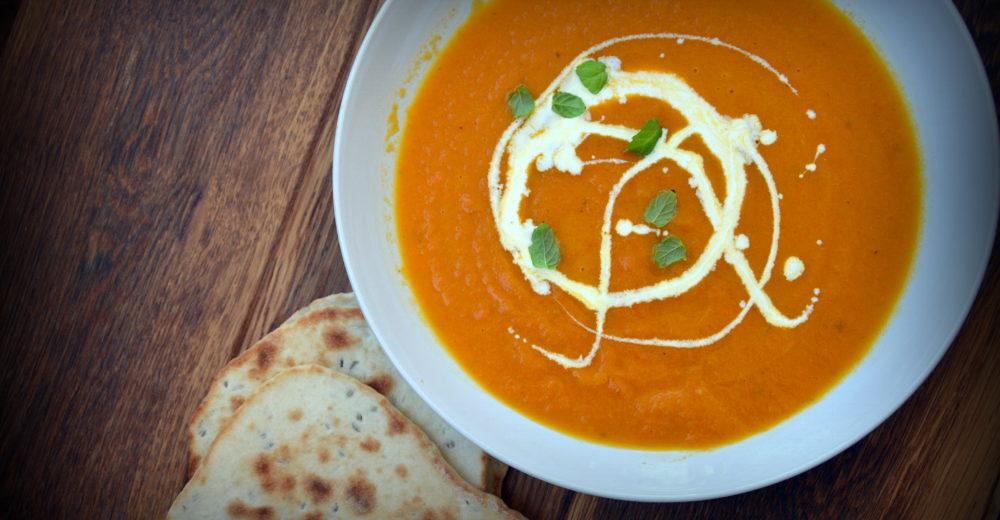 Суп из печеной моркови и фенхеля с лепешками