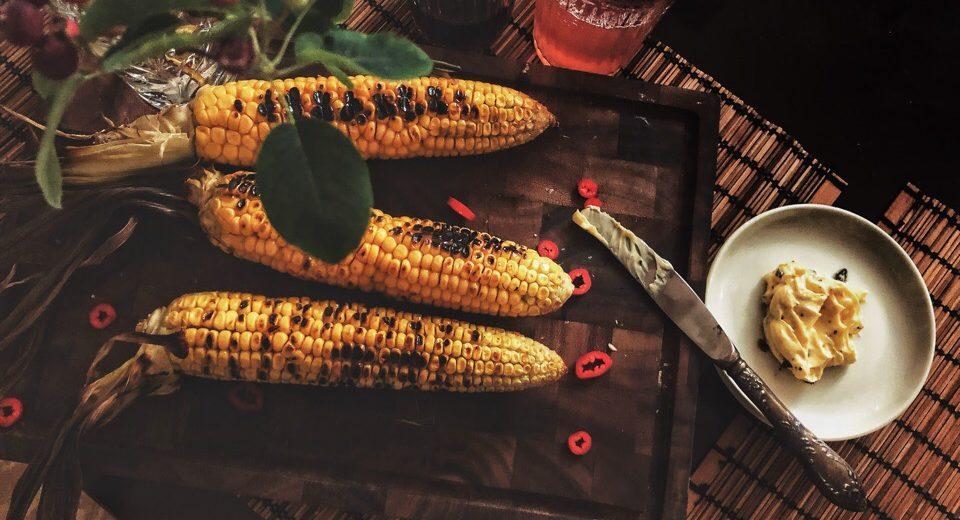 Кукуруза-гриль с острым маслом