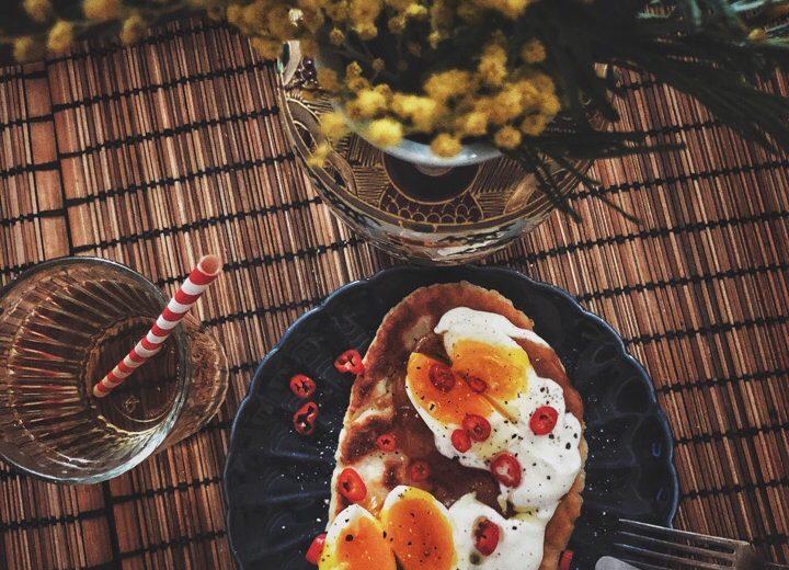 Лепешки с яйцом и манговым чатни