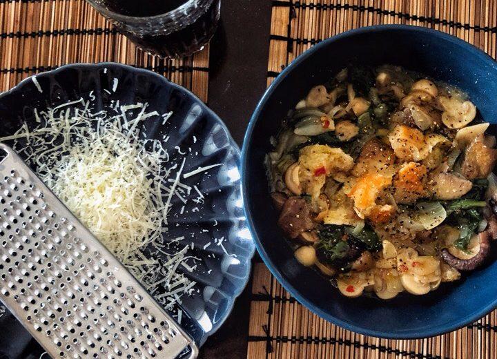 Итальянский грибной суп с хлебом