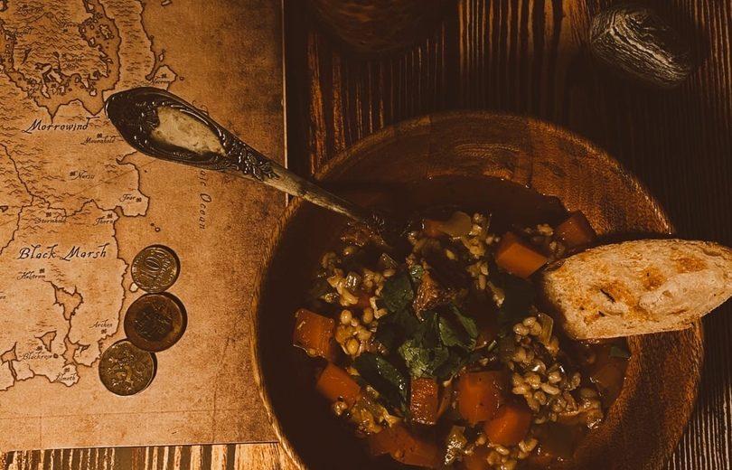 Суп с тушенными рёбрышками и фарро (Вселенная The Elder Scrolls)